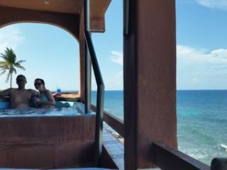 Affordable & Relaxing Ocean Front Villa w Jacuzzi & amazing views of Caribbean!!