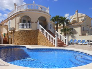 (489) Casa Angela (3) 3 beds large pool air-con Wi-Fi close to amenities