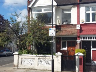 3 Bedroom family house in Hammersmith - close to heathrow and London city centre