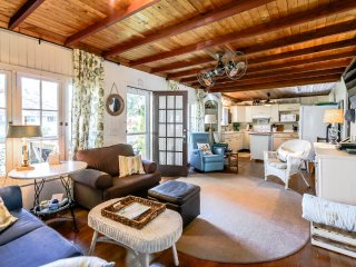 A Vintage Crystal Beach Cottage - Summer is Selling Out!