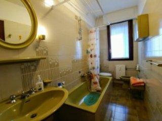 Nosso banheiro, onde você pode escolher entre tomar um duche ou um banho rilassante.Ammobiliato