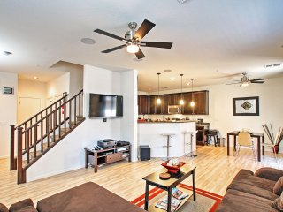Upscale 3BR Phoenix Townhouse Near Golf & Downtown Area!