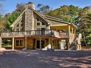 Deer View Lodge, comfort, space, and service! Your mountain chalet awaits.
