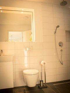 extra große Dusche für bequemen Duschkomfort