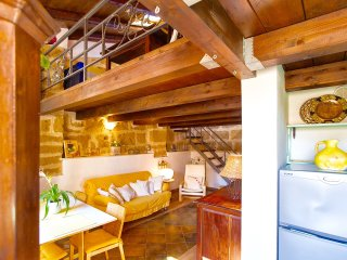 Best located in ALGHERO OLD TOWN, steps to sea, 3 min. to beach!