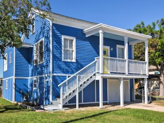 NEW! 2BR Galveston Home by Seawall -Walk to Beach!