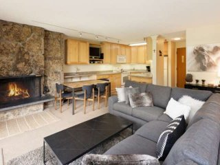 Snowmass Mtn, ski in/ski out to your patio. Beautifully appointed, walk to