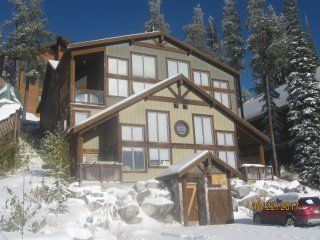 New to market; Sleeps 12 - Ski In / Out 3 Bedroom 3 Bath + Hot Tub + 2 Parking