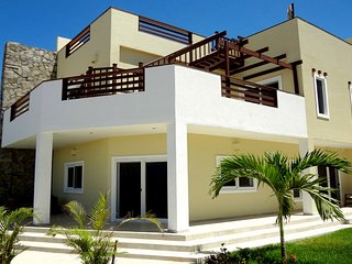 Roatan Pool Side Villa, Ocean Views, Only 9 miles to West End/West Bay - 20% OFF