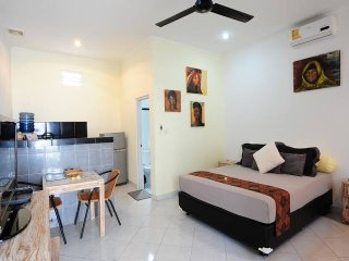 Rumah Empat - Pondok Gaya Studio Apartments - Self Catering - Tropical Pool