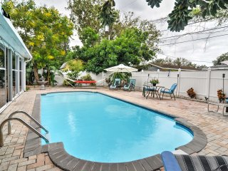 St Petersburg Home w/Pool-4 Miles from Downtown!