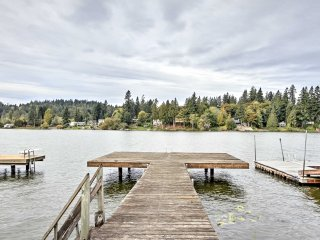 Lakefront Port Orchard Home w/ 2 Decks & Hot Tub!