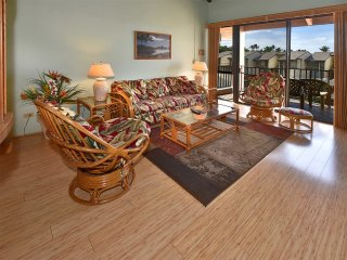 Island Vibe in 2-Story Suite w/Lanai, WiFi, Washer/Dryer–Kamaole Sands 9408