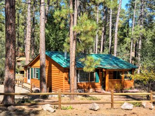 Cozy Cabin w/ Deck in Prescott National Forest!