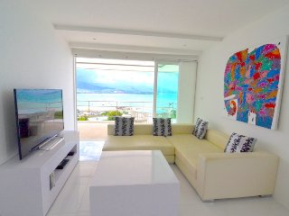 UniQue Sea View Apartment Unit 'F' - 2 bedrooms