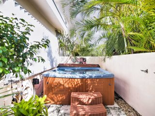 Downtown Ft. Lauderdale Apt w/ Hot Tub!