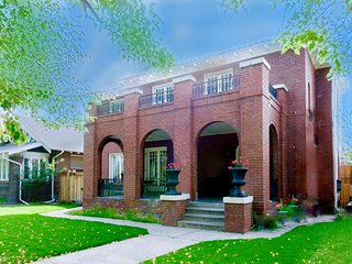 NEW!! Luxurious Historic Mansion on Wash Park, New Remodel, Hot Tub, Sleeps 10