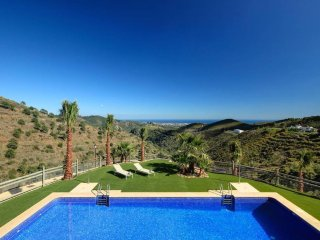 Exclusive townhouse in the beautiful setting of Benahavis Hills Country Club