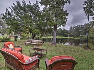 Cozy Lakefront Hernando House w/ Covered Patio!