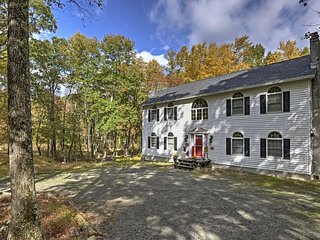 NEW! 3BR Bushkill House w/ Private Hot Tub!