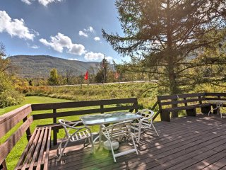 NEW! 3BR Hunter House w/ Deck & Mountain Views!