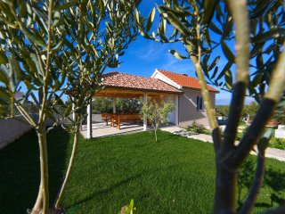 NEW VILLA JUSt 4km FROM THE BEACH
