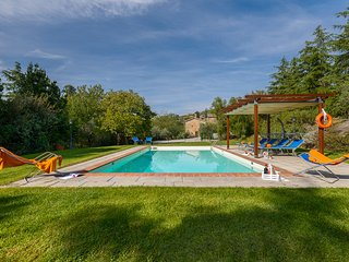 Casale Fontocchio with nice swimming pool