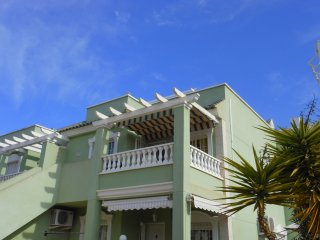 (494) Casa Marsson 2 bed apartment air-con WiFi opposite pool close to amenities