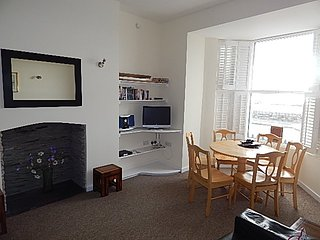 11 Bodfor Terrace - 3 Bedroom Modern Ground Floor Apartment, Sleeps 6