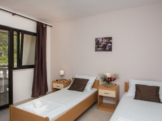 Guest House Rosa Bianca - Triple Room with Balcony and Garden View