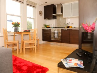 Super New 2 Bed Flat - Great Transport Links