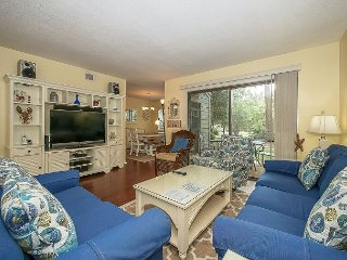 New to Market! 3 Bed 2 Bath Villa. Community Pool and Clay Tennis, Free Bikes