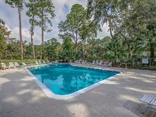 New! 2 Br 2 Ba Villa. Community Pool and Tennis, Pet Friendly, Free Bikes