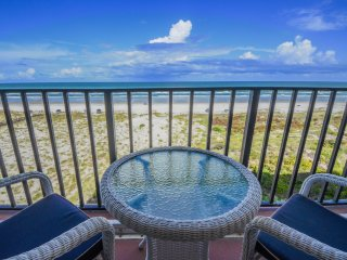 4th Floor Oceanfront 1 BR Condo w/Private Balcony & Unbeatable Ocean Views