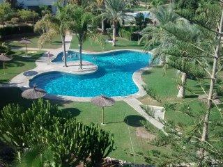 Impresionante ático 2 habitaciones ,piscina,pista de tenis y fútbol Puerto Rey
