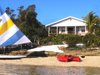 Best Deal! $170 thru 2017: Private Beach, Hot Tub, Kayaks, Dock, Porch, Gated.