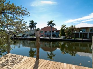 Seas The Day: 2BR Family Friendly Canal Home