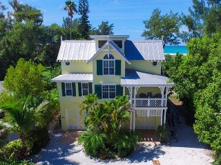 Yellowbird: Breathtaing Views,Tropical Pool Paradise, Tiki Hut, Steps to Beach