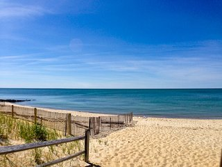 Short Walk to Beach & Affordable, sleeps 5, A/C - BR0657