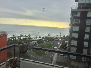 Departamento Miraflores amoblado frente al mar