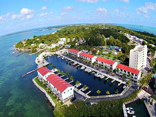 BAYSIDE CONDO MARINA,POOL,TENNIS AND DOCKAGE