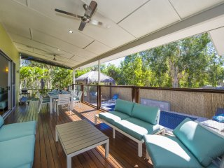 Azur Villa - Horseshoe Bay, QLD