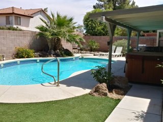 Green Valley(HENDERSON)3 Bdrm,2 BA, POOL/ SPA home,10 miles from the strip