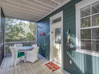Relaxing beachside cottage w/shared pool & hot tub, close to local attractions