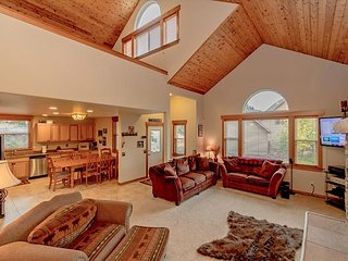 3-for-2 Spring Special! Cascade Pines - 3BR+Loft | 2.5BA | WiFi | Hot Tub
