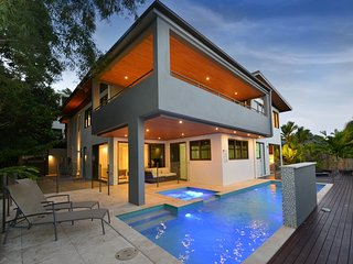 3-23 Murphy St | Luxury Ocean View Villa