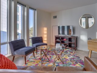 Upscale condo with shared fitness & game room, close to Harvard