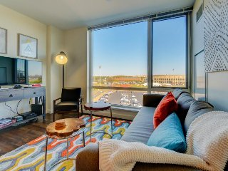 Lovely condo in Harvard area, great amenities like a gym & full kitchen