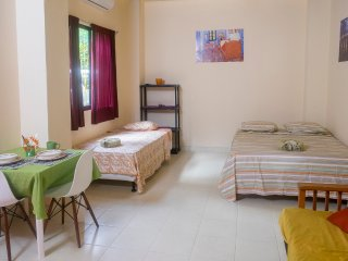 Cute colorful studio, 1 minute walk to Jaco beach