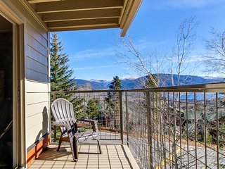Convenient condo w/ balcony, views - close to lake and slopes!